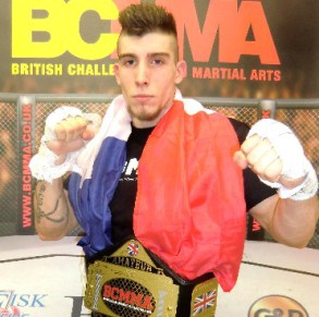 Cours de MMA, boxe Thaï, grappling...